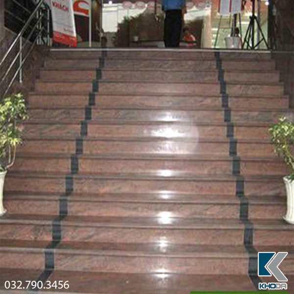 Đá ốp cầu thang Hồng Sa Mạc